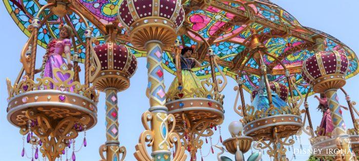 ラプンツェル・白雪姫・シンデレラ・オーロラ姫が乗る豪華なフロート