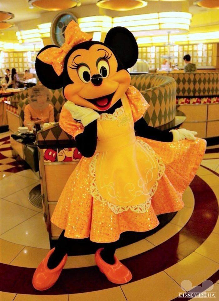 ウェイトレスのミニーマウス