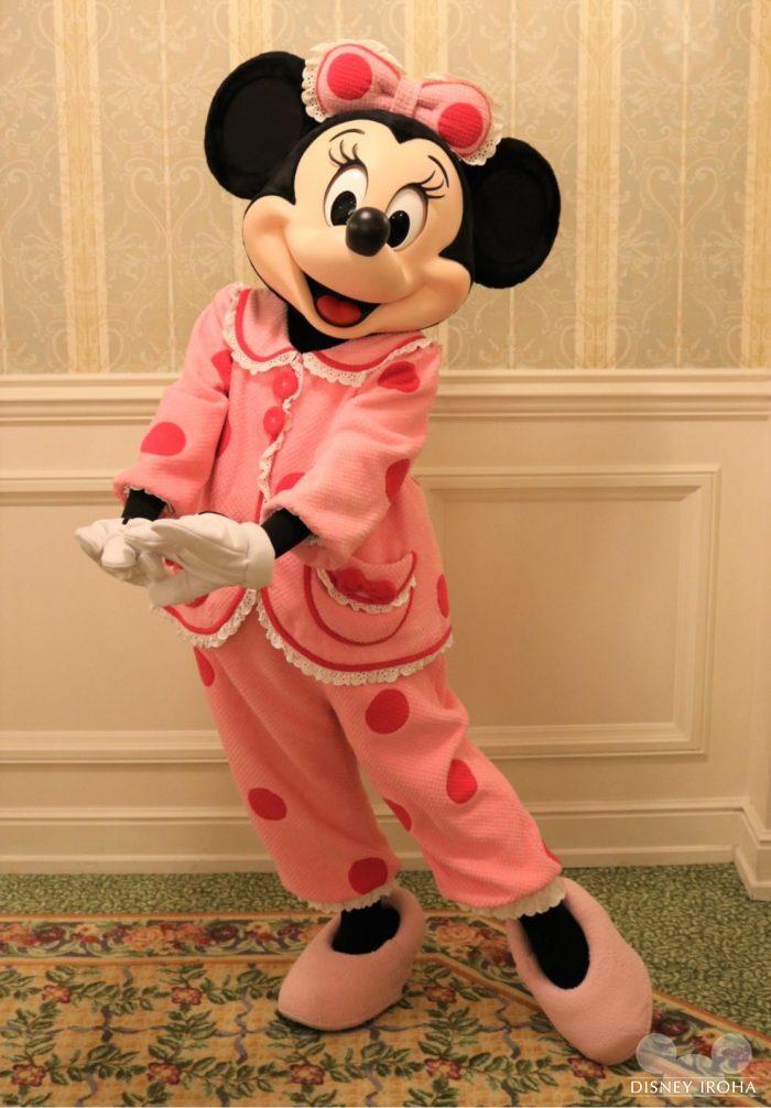 ミニーはパジャマもドット柄