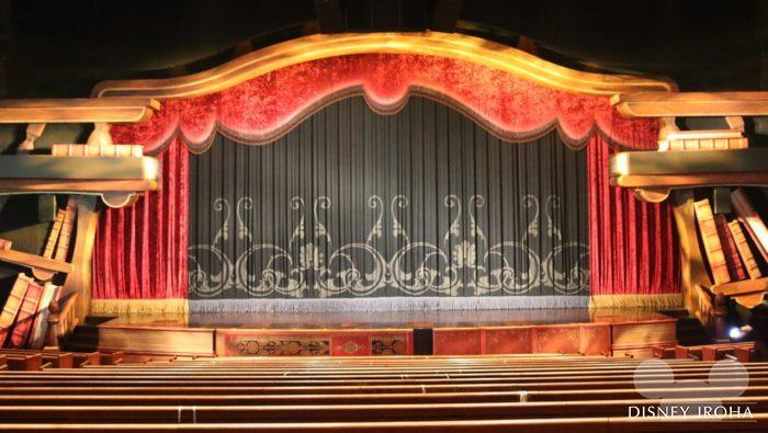 客席15列目から見たステージ
