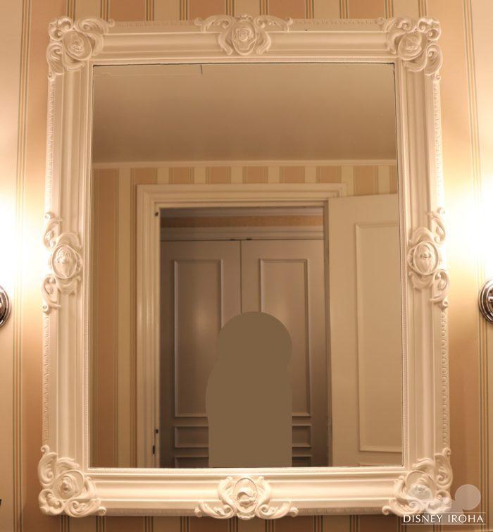白雪姫と七人のこびとがデザインされた鏡