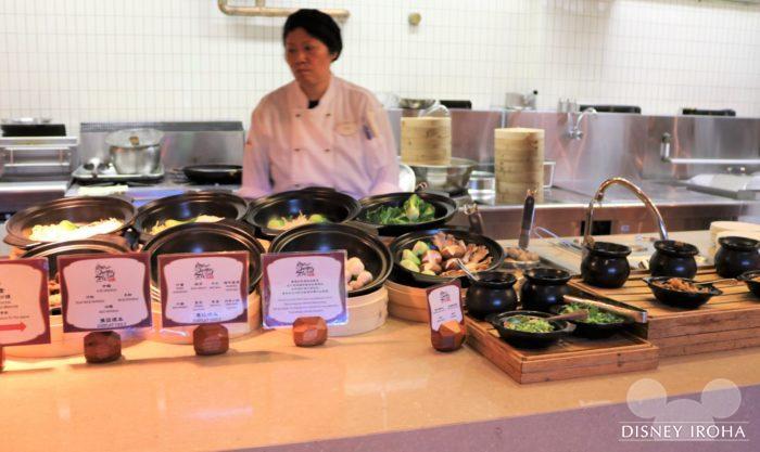 好きな具材で麺料理を作ってもらえるコーナー