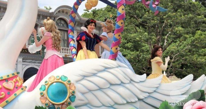 左からオーロラ姫、白雪姫、シンデレラ、ベル