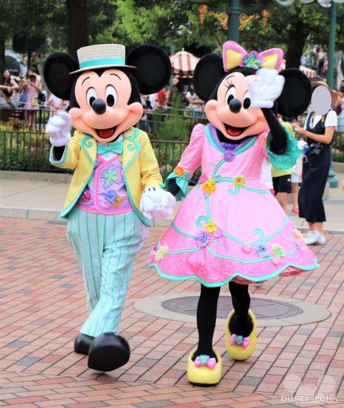 タウンスクエアのガゼボでペアグリーティングを行うミッキー&ミニー