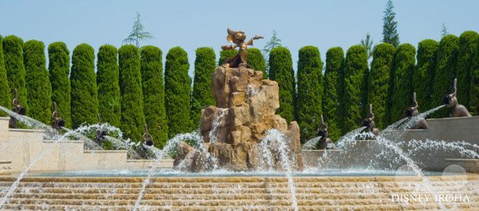 メインエントランスにある映画「ファンタジア」をテーマにした噴水