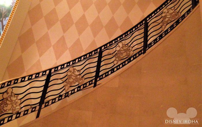 映画フィルムをモチーフにした階段