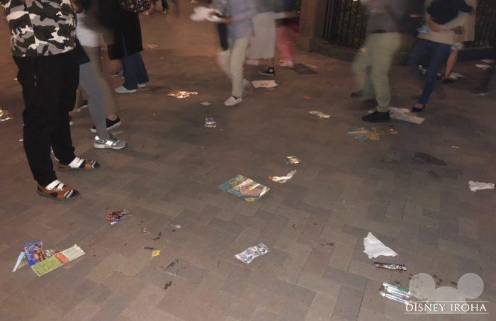 イグナイト終演後はあたり一面がゴミだらけに・・・