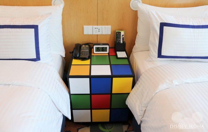 ルービックキューブ型のサイドテーブル