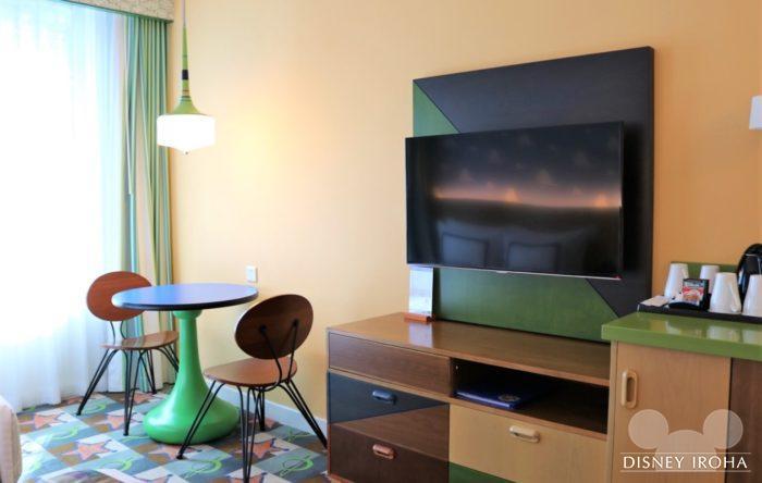 テーブル&チェア、テレビ、冷蔵庫