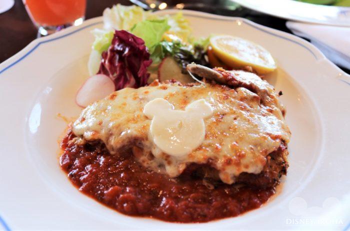 メイン料理「Chicken Parmigiana」