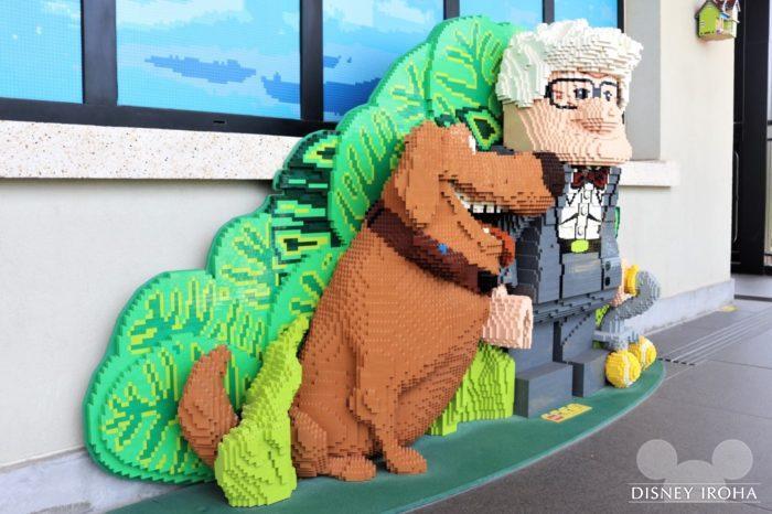 店内に展示されたレゴ作品「カール&ダグ」