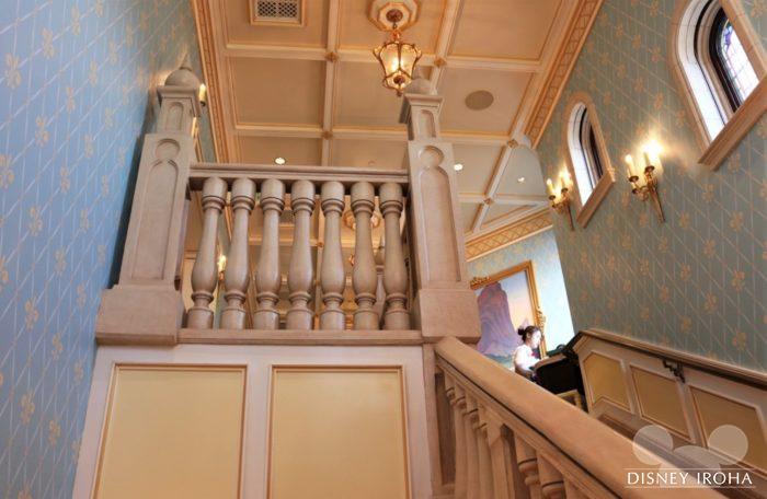 ダイニングルームへの階段