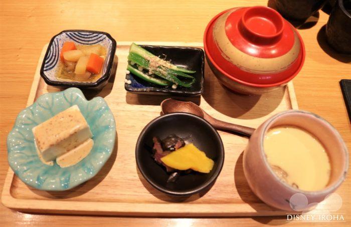 「丼丼屋」の定食セット