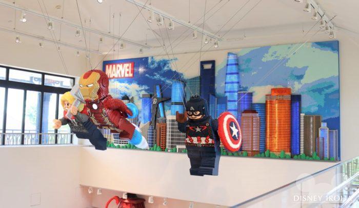 店内に展示されたレゴ作品「マーベルヒーローズ」
