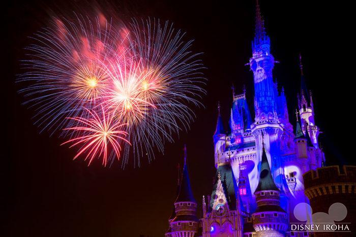 ハロウィーンの音楽に合わせて花火が打ち上る「ナイトハイ・ハロウィーン」
