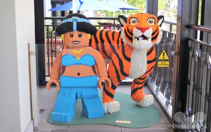 店内に展示されたレゴ作品「ジャスミン&ラジャー」